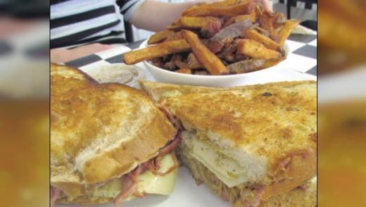 Hot Eats Winnipeg - The Diner's Grill