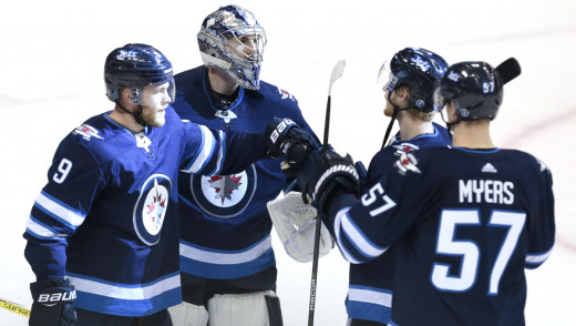 Winnipeg's Offence Erupts in 6-2 Victory Over Chicago