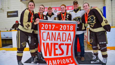the-championship-bison-womens-hockey-team-open-season-october-5th