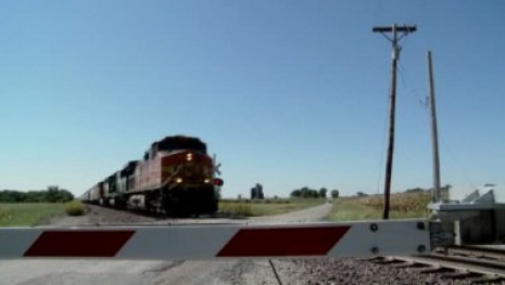 one-man-dead-one-in-hospital-after-train-derails-in-manitoba-116092
