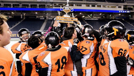 high-school-football-team-honours-slain-quarterback-116611