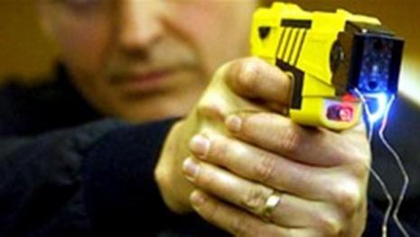 police-taser-man-with-loaded-9-mm-handgun-117801