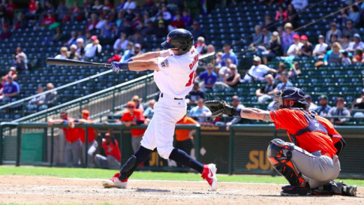 Former Major League Outfielder Re-Signs With Goldeyes
