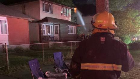 firefighter-hurt-in-blaze-119106