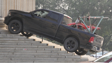 truck-on-leg-stairs-121446