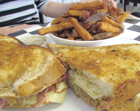 Hot Eats Winnipeg - The Diner's Grill